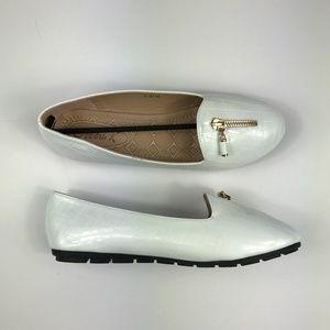 Victoria K Women's Size 9 Medium Flats White